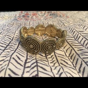 Jewelry - Gold stretch bracelet